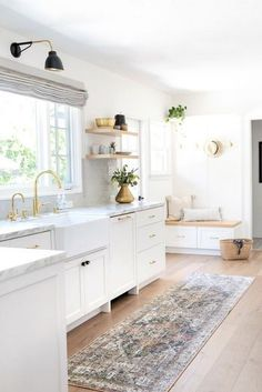 White kitchen is never a wrong idea. The elegance of white kitchens can always provide . Elegant White Kitchen Design Ideas for Modern Home Home Decor Kitchen, Rustic Kitchen, New Kitchen, Home Kitchens, Kitchen Dining, Vintage Kitchen, Kitchen Ideas, Kitchen Runner, Kitchen Layouts