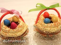 Jogurtové cupcakes s vanilkovou plnkou Cupcakes, Sweets, Desserts, Food, Basket, Tailgate Desserts, Cupcake Cakes, Deserts, Gummi Candy