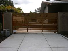 Plans for a wooden driveway gate Plans DIY How to Make Front Gates, Front Yard Fence, Entrance Gates, Timber Gates, Wooden Gates, Driveway Gate, Fence Gate, Driveway Ideas, Driveway Landscaping