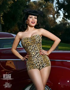 Retro Vintage Style Pin Up Style Rockabilly, Rockabilly Pin Up, Rockabilly Fashion, Retro Fashion, Vintage Fashion, Pin Up Girls, Rock Vintage, Vintage Safari, Glamour Fashion