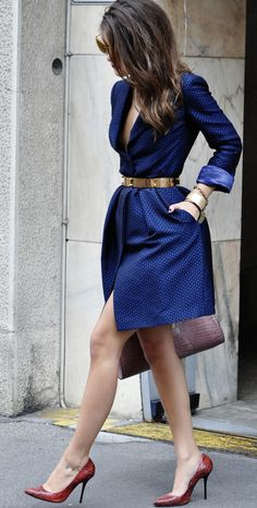 outfit envy of the day:gorgeous jacquard coat dress. Trench Coat Vestido, Trench Coat Dress, Blue Trench Coat, Trench Coats, Passion For Fashion, Love Fashion, Fashion Looks, Womens Fashion, Fashion Trends