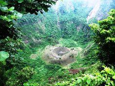 Hike down inside El Boqueron, an active volcano in El Salvador: check!