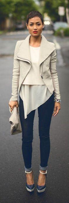 leather jacket in pebble, Legging' skinny jeans in blue.