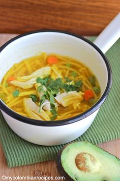 Chicken Noodle Soup (Sopa de Pollo y Pasta) Video Rezept My Colombian Recipes, Colombian Food, Meat Recipes, Cooking Recipes, Healthy Recipes, Healthy Foods, Best Chicken Noodle Soup, Chicken Soups, Spanish Chicken