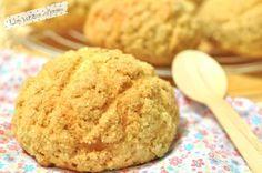 Melon pan, brioches japonaises recouvertes d'un fin biscuit. A déguster de préférence encore tièdes.
