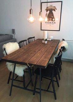 Dette er klart vores mest populære plankebord. Bordet er lavet i fyrretræ og behandlet med vandafvisende voks, som giver en fed og varm farve på træet og samtidig med skåner bordet. Højde: 75 cm. Da fyrretræ er et levende naturmateriale, vil farve og åretegninger variere. Ligeledes vil træet kunne udvide- eller trække Table Plancha, Dining Room Inspiration, Decorating Your Home, Interior Decorating, Interior Design Living Room, Diy Furniture, Kitchen Decor, Sweet Home, Room Decor