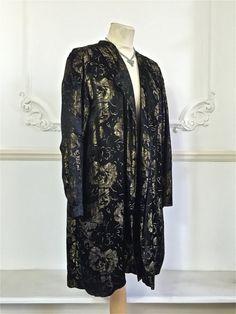 Schöne 1920er Jahre lahm metallisches gold lange Jacke oder Mantel.  Zustand  Ausgezeichnet  Größe  Mittelgroß bis groß.  Gehen Sie für mehr antike