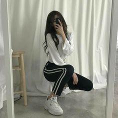 New casual korean fashion. кореянка roupas koreanas, r Korean Fashion Trends, Korean Street Fashion, Korea Fashion, Asian Fashion, Look Fashion, Girl Fashion, Fashion Design, Fashion Styles, Fashion Ideas