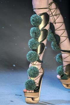 woohoo. runway lace up high heels      John Galliano FW 09 shoes