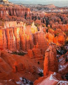 ➤ Bryce Canyon National Park (/braɪs/) is an American national park located in southwestern Utah. The major feature of the park is Bryce Canyon, which despite its name, is not a canyon, but a collection of giant natural amphitheaters along the eastern side of the Paunsaugunt Plateau. Bryce is distinctive due to geological structures called hoodoos, formed by frost weathering and stream erosion of the river and lake bed sedimentary rocks. 📷@_austinely_