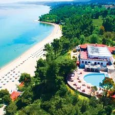 Stay in a secluded resort in Greece at the Alexander The Great Beach Hotel - book now with Voyage Privé! Last Minute, Greece Resorts, Greece Holiday, Free Beach, Alexander The Great, Great Hotel, Thessaloniki, Beach Hotels, Luxury Travel