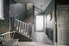 Kålltorp, 135 kvm, Balsamingatan 61 - Lundin Fastighetsbyrå Home Interior Design, House Design, New Homes, House Interior, House, Staircase Design, Home, Interior Design Living Room, Swedish House