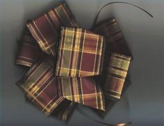 How to Tie a Bow With Wired Ribbon thumbnail