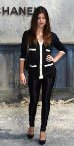 Julia Restoin entre las mejor vestidas de la semana de la Alta Costura