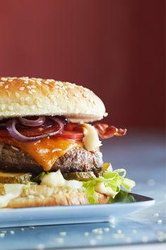 Hampurilainen (Hamburger) | Maku Hamburger, Beef, Chicken, Ethnic Recipes, Food, Meat, Essen, Burgers, Meals
