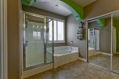 175 Tidewater Range Las Vegas, NV www.lasvegashomes.com Agent: Jameson & Stagg master Bath