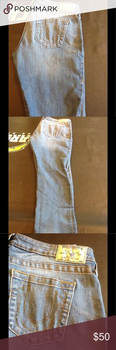 """True Religion skinny jeans size 32-stretchy 💕 True Religion skinny jeans in size 32-made of 74% cotton, 25% polyester and 1% spandex.  Inseam is 30"""" and rise is 8"""".  In very good pre-loved condition 💕 True Religion Jeans Skinny"""