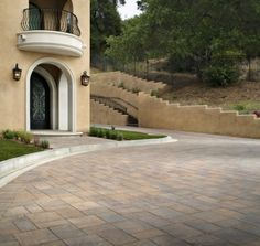 We're California dreaming and these Catalina Stone pavers are the perfect match for this home's architecture.