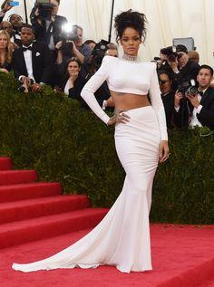 Pin for Later: Die beeindruckendsten Outfits der Met Gala Rihanna in Stella McCartney bei der Met Gala 2014