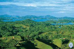 .::: Banco de Occidente :::. Represa de Guatapé. South America, Golf Courses, River, Places, Outdoor, Guatape, Western World, Beautiful Places, Earth