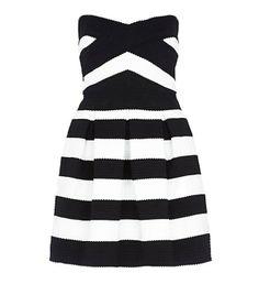 Une robe rayée
