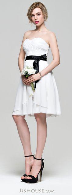 A-Line/Princess Sweetheart Knee-Length Chiffon Bridesmaid Dress With Bow(s) Cascading Ruffles