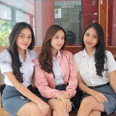 Young Girl Fashion, Teen Fashion, Asian Woman, Asian Girl, School Girl Dress, Athletic Girls, Indonesian Girls, Hijab Chic, High School Girls