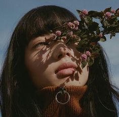 aesthetic girl with flowers photos Fotografia Macro, Photo Instagram, Disney Instagram, Instagram Worthy, Aesthetic Girl, Girl Photography, Fashion Photography, Aesthetic Pictures, Pretty People