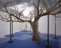 Un arbre en bois sous un soleil electrique, 2005, Muzz Program Space, Kyoto, Japan.