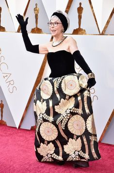 Rita Moreno on the Oscars Red Carpet Oscars Red Carpet Arrivals 2018 - Oscars 2018 Photos Oscar Gowns, Rita Moreno, Academy Awards, Designer Gowns, Red Carpet Fashion, Couture Dresses, Classic Hollywood, Oscars, March 4