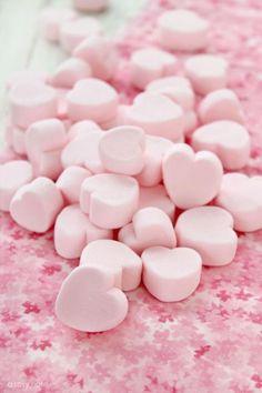 ピンクの持ち物は風水的にも恋愛運アップにつながるそう♡毎日持ち歩くケータイのロック画面、待ち受けをピンクの画面すれば手軽に可愛く恋愛運アップできちゃいます!そこでおしゃれで可愛くて綺麗なピンクの画像をたくさん集めました♪好きな画像を選んでぜひ待ち受けやロック画面に*