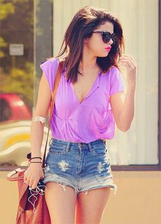 I love Selena Gomez her style! Selena Gomez Fashion, Selena Gomez Style, School Looks, Bb Beauty, Summer Outfits, Cute Outfits, Look Fashion, Womens Fashion, Street Fashion