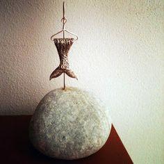A sculpture you can remove of the hook and use it as a pendent.    En esta vida lo mejor es... CADA QUIEN SU COLA.   Isis Eglé  Joya/escultura bronce bañado en plata