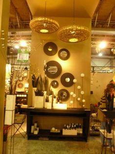 Todo para tu Living. Asesoramiento sin cargo : Objetos de Decoración de Interiores. Diseño Hecho a Mano en Argentina:  Lámparas Colgantes Geo Grandes  Espejos Arandela (varios tamaños y formas) confeccionados en chapa laqueada (permite iluminar con leds por detrás)   Mesa Consola Olivia (130x90x30cm) confeccionada en chapa laqueada   Floreros Enlucidos (12X12X60, 18X10X50, 24X7X32, 35,4x8,2, 27,7x6,7, 17,2x5,5x12, 17,2x5,5) confeccionados en madera. Con hojas: taba