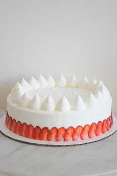 kuroiwa patisserie - strawberries and cream gateux Sweet Recipes, Cake Recipes, Dessert Recipes, Food Cakes, Cupcake Cakes, Decoration Patisserie, Beautiful Desserts, Pretty Cakes, Let Them Eat Cake