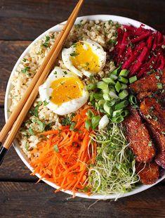 Bol-repas au tempeh fumé, légumes et riz - 15 recettes de bols-repas à essayer
