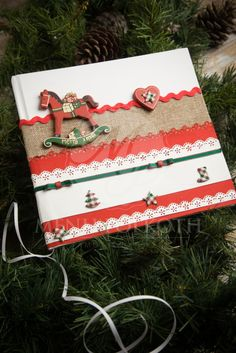 Χριστουγεννιάτικο βιβλίο ευχών βάπτισης με χειροποίητη διακόσμηση και ξύλινο αλογάκι, Christmas rocking horse Christening guest book #Christmasdecorations #Christmasguestbook #ChristmasChristening #baptisi