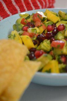 Avocado Mango & Pomegranate Salad Healthy Eating Recipes, Healthy Snacks, Snack Recipes, Protein Shakes, Pomegranate Salad, Tasty, Yummy Food, Rabbit Food, Dinner Ideas