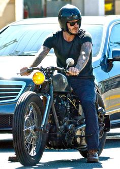 David Beckham se luce con su hermosa Chopper dando un paseo por  West Hollywood