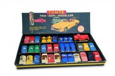 Tomte Spesialmalte biler i originaleske mangefarget Utstillingseske med 18x2 modeller. Håndmalt. Serie 1:43