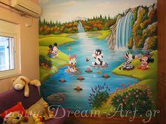 Ζωγραφική στον τοίχο βρεφικού δωματίου με τους χαρακτήρες που διάλεξε η μαμά του μωρού