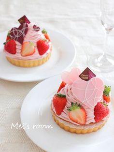 苺のモンブランタルト レシピ Beautiful Desserts, Cute Desserts, Delicious Desserts, Sweet Recipes, Cake Recipes, Pastry Shop, Bakery Cafe, Little Cakes, Cafe Food
