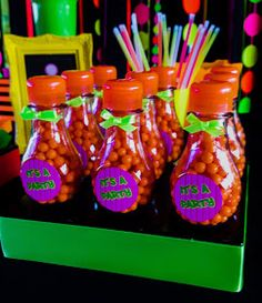 Decorating with Art - Custom Souvenirs: Balloon Neon - Neon Party Neon Birthday, 10th Birthday, Birthday Parties, 21st Party, Neon Party, Neon Girl, Party Time, Balloons, Glow