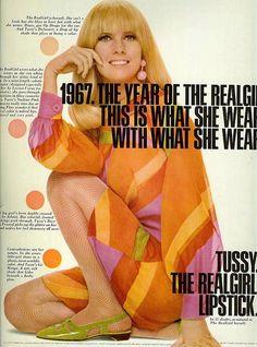 From Seventeen Magazine, April 1967 Vintage Makeup Ads, Retro Makeup, Vintage Beauty, Vintage Ads, Vintage Glamour, Vintage Photos, 60s And 70s Fashion, Retro Fashion, Vintage Fashion