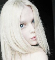 White on white Modelo Albino, Pretty People, Beautiful People, Albino Girl, Albino Model, Pale Skin, Grunge Hair, Platinum Blonde, Beautiful Eyes