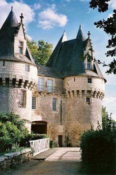 wonderhome — Bazouges Castle in Bazouges-sur-le-Loir, France . Beautiful Castles, Beautiful Buildings, Beautiful Places, Chateau Medieval, Medieval Castle, Castle Ruins, Castle House, Photo Chateau, French Castles