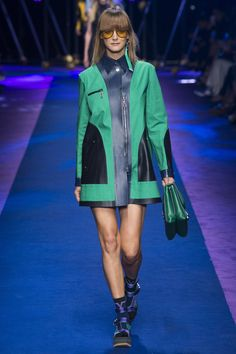 Versace Spring 2017 ready-to-wear collection Milan Fashion Week Fashion 2017, Love Fashion, Runway Fashion, Fashion Brands, Fashion Show, Fashion Design, Milan Fashion, Versace Fashion, Versace Versace