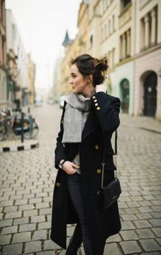 Parisian chic french girl style how to dress like a french woman striped top gucci loafers hermes oran sandal classic chic classic style fashion over 40 fall outfit ideas Fashion Over 40, Trendy Fashion, Winter Fashion, Womens Fashion, Fashion Trends, Fashion 2017, Fashion Online, Parisienne Chic, Chic Outfits