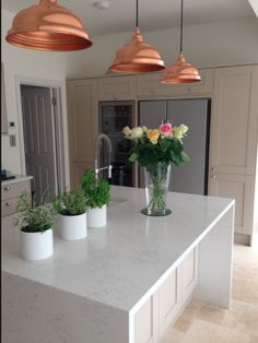 Howdens Tewksbury Stone & creamy - Daily Home Decorations Kitchen Units, New Kitchen, Kitchen Dining, Kitchen Decor, Kitchen Ideas, Kitchen Worktops, Howdens Kitchens, Home Kitchens, Kitchen Diner Extension