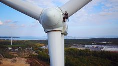 Climbing And Service Wind Turbines For a Living!